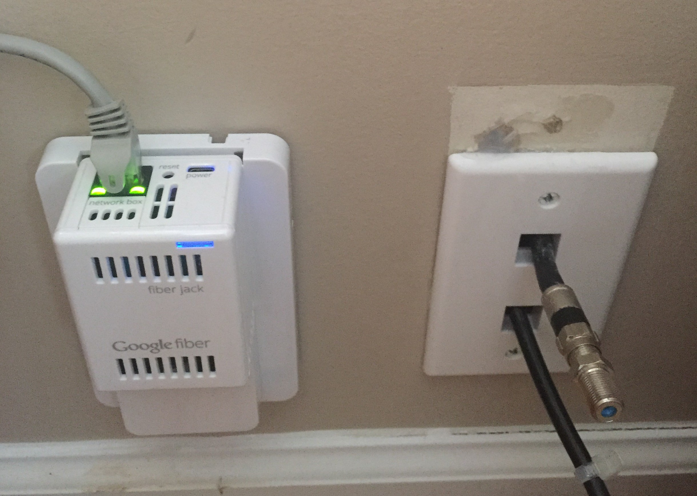 Fiber Technician Terminating Comcast S Fiber To The Home